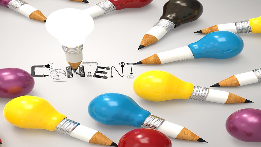 lampadine e matite che creano contenuto
